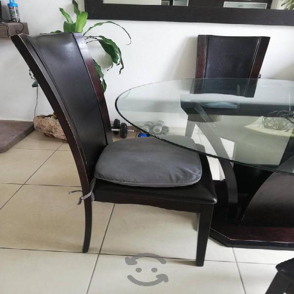 Comedor de madera con 4 sillas
