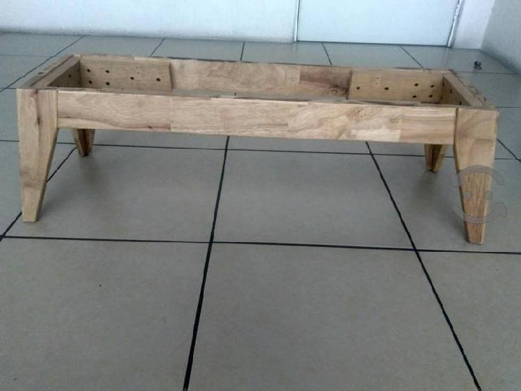 Mesa de centro de madera de pino