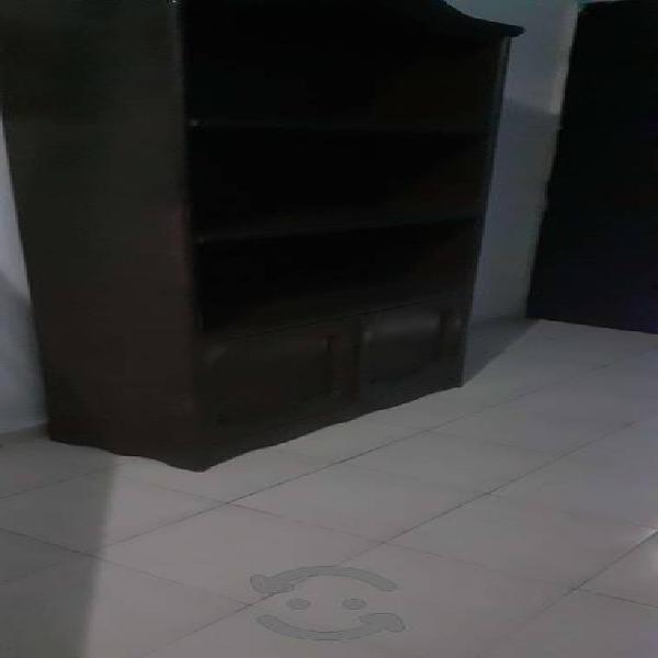 Mueble de madera color chocolate