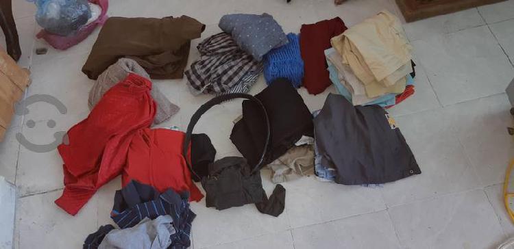 lote de ropa todo por $50 unas son de marca.