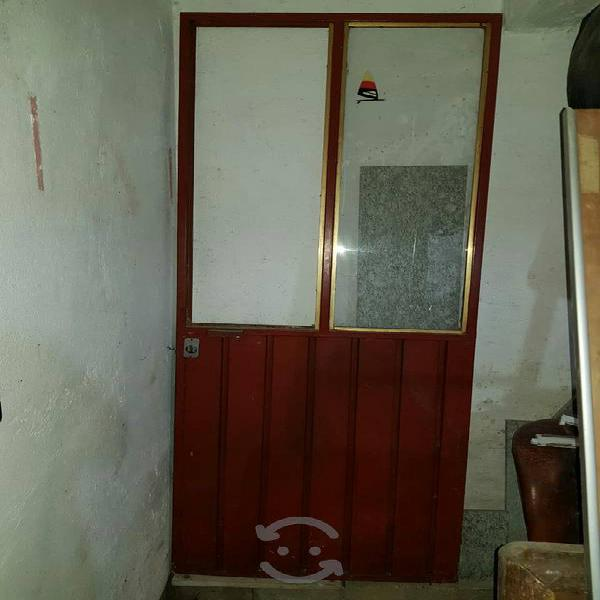 puerta de metal con chapa exlente de 83 X 207.5