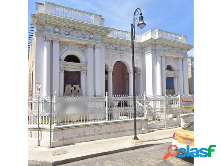 Casa Colonial Para restaurar en Venta en Merida con Gran