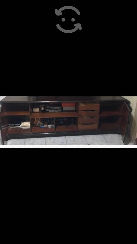 Mesa y bufetero de madera de cedro