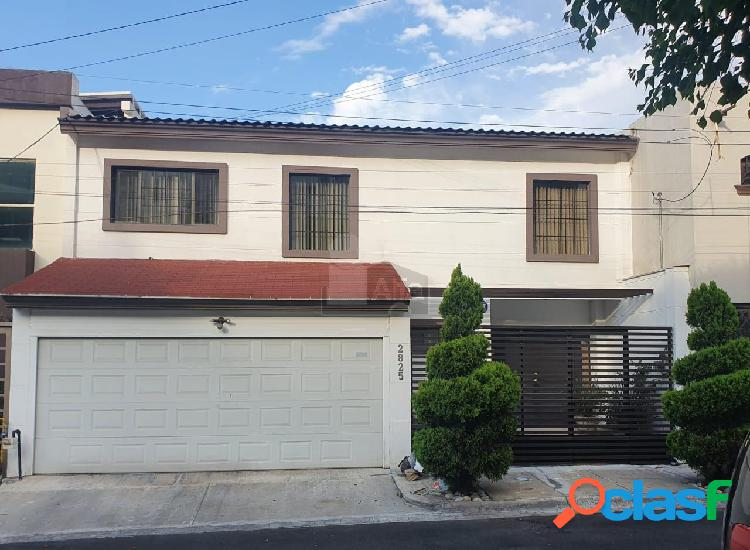 Casa sola en venta en Las Cumbres, Monterrey, Nuevo León